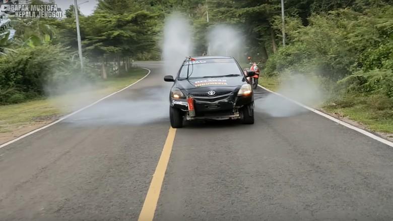 Toyota Vios modifikasi water cannon