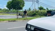 Perjuangan Pria Kayuh Sepeda Cari Makanan untuk Anak Istri Saat Lockdown