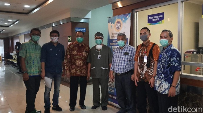 Rumah Sakit Khusus Infeksi (RSKI) Unair Surabaya tengah direnovasi dan diharapkan bisa beroperasi dalam waktu dekat. Sebanyak 110 tenaga medis dari Pemprov Jatim bakal dilatih secara kilat.