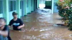 Ratusan Rumah Terdampak Banjir Akibat Luapan Sungai di Garut