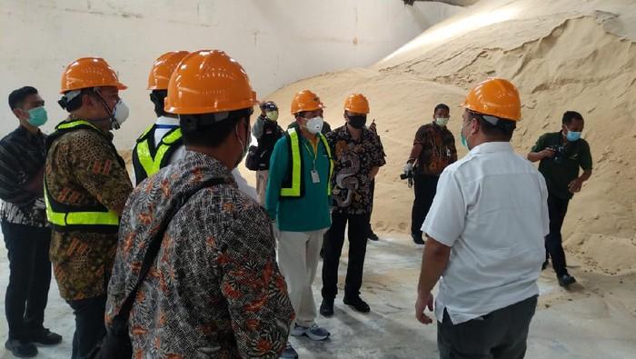 Menteri Perdagangan Agus Suparmanto melakukan sidak ke pabrik PT Industri Gula Nusantara (IGN), di Kendal, Jawa Tengah.