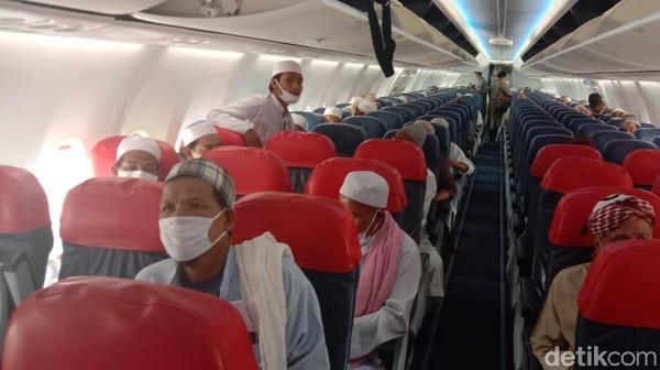 Selanjutnya, Thai Lion Air bernomor SL-2117 dari HatYai bertolak pukul 19.10 waktu setempat dan telah mendarat di DonMueang pada 20.20 waktu setempat.