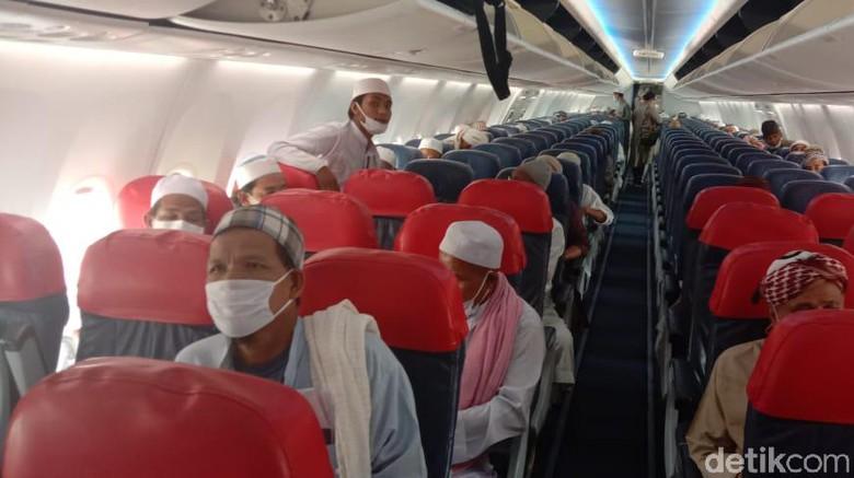 Sebanyak 111 warga negara Thailand dibawa pulang dari Indonesia menggunakan pesawat Thai Lion Air.