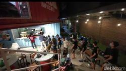Kisah Relawan Corona di Sulsel: Wajib Jaga Jarak dan Jaga Kesehatan