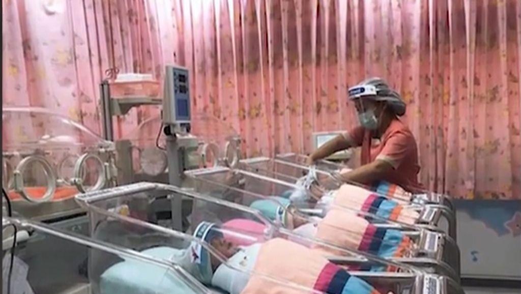 Cegah Virus Corona, Sejumlah Bayi di Thailand Kenakan Pelindung Wajah