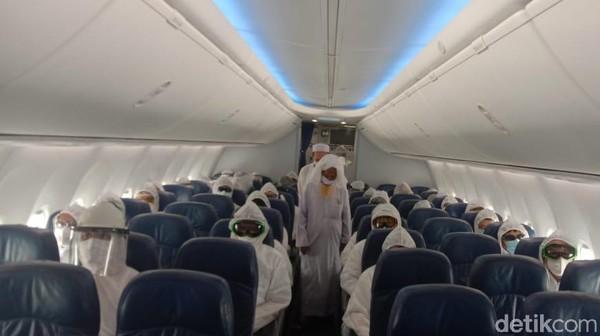 Thai Lion Air menerbangkan 111 penumpang asal Thailand dari Indonesia. Mereka disebut dalam keadaan sehat.