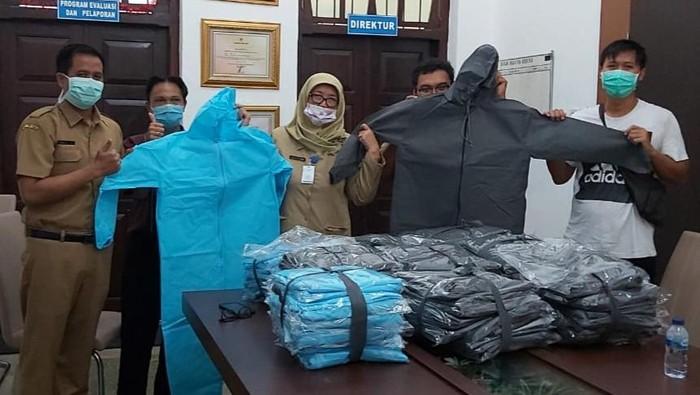 Pemuda Banyuwangi Sumbang Hazmat Untuk RSUD Blambangan