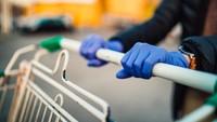 Dokter Ungkap Alasan Sarung Tangan Tak Terlalu Diperlukan Saat Belanja