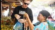 Kocaknya Bule Saat Ditantang Belanja Pakai Bahasa Inggris Campur Jawa