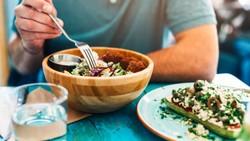 7 Kebiasaan Makan yang Sepele Ini Bisa Bikin Perut Buncit