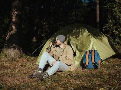 Tips Masuk Hutan ala Regina Safri, Jangan Motek-motekin Tanaman