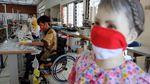 Relawan dan Penyandang Disabilitas Bikin Masker Gratis