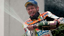 On This Day: Valentino Rossi Menangi Balapan Pertama Era MotoGP