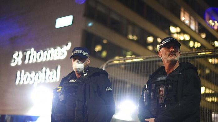 Perdana Menteri Inggris Boris Johnson dirawat intensif di ruang ICU RS St Thomas, London, Senin (6/3) malam. Kondisinya memburuk sejak dinyatakan positif Corona pada 27 Maret lalu.