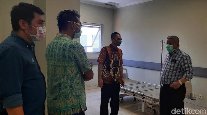 Empat lantai Rumah Sakit Khusus Infeksi (RSKI) Unair Surabaya tengah direnovasi. Yakni lantai 4, 5, 6 dan 7.