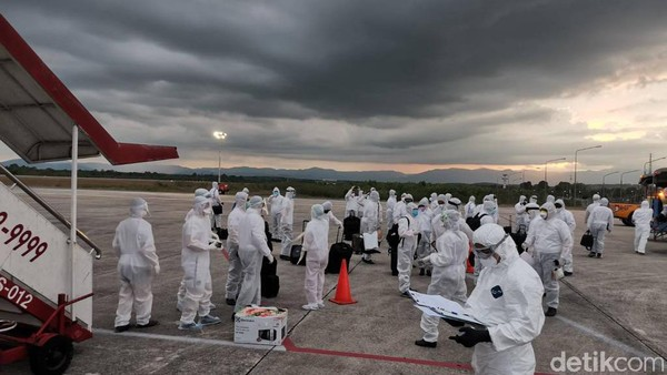Pesawat pengangkut 111 warga Thailand bernomor penerbangan SL-117 itu lepas landas dari Bandar Udara Internasional Soekarno-Hatta pada 14.10 WIB dan mendarat pada 17.20 waktu setempat di Bandar Udara Internasional Hat Yai, penghubung utama di Thailand bagian selatan, berlokasi di Distrik Khlong Hoi Khong, Songkhla.
