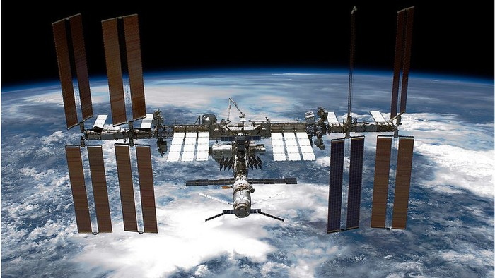Bagaimana para astronaut membersihkan stasiun luar angkasa dari virus dan bakteri