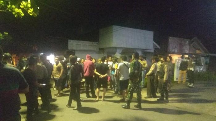 Warga Banjarmasin Utara blokir jalan tolak gedung BKD jadi tempat karantina pasien terkait Corona