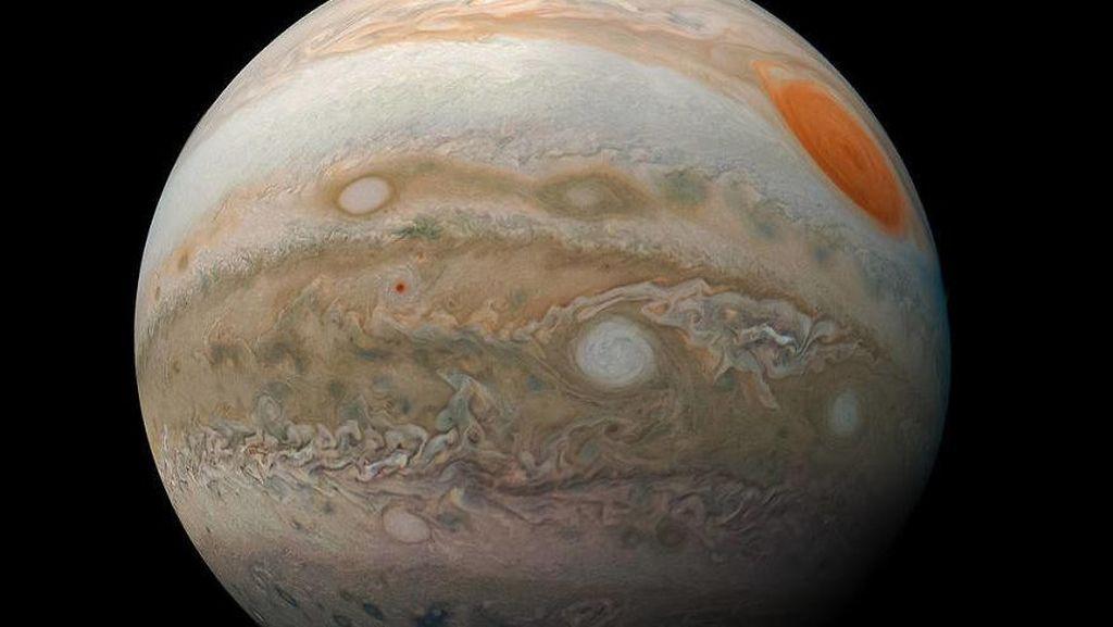 Bikin Takjub, Jupiter Berwarna Pastel