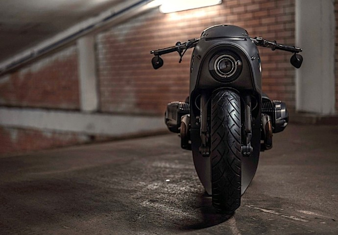 Modifikasi BMW R NineT Lost in Space Robot