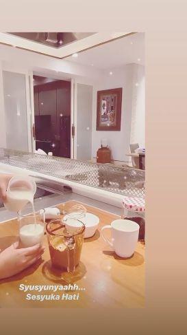 Syahrini bikin dalgona coffee