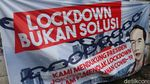 Spanduk Dukungan untuk Jokowi Atasi Corona Mejeng di Bandung