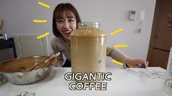 Wow! YouTuber Ini Bikin Dalgona Coffee Sampai 7 Liter
