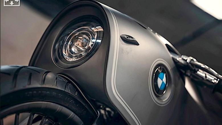 Modifikasi BMW R NineT Lost in Space Robot
