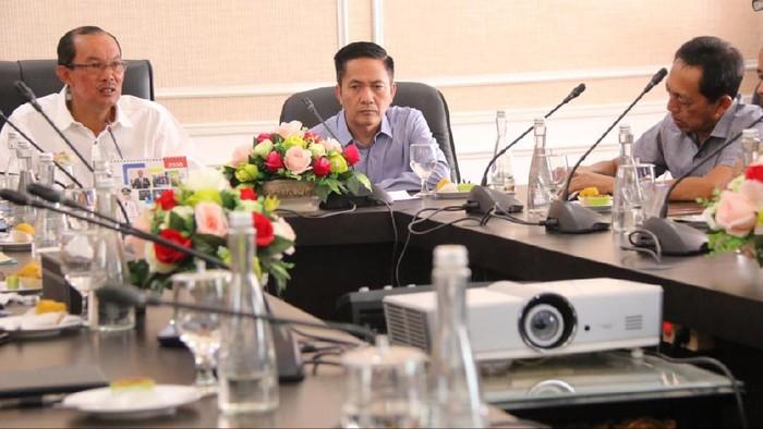 Walikota dan Sekda saat menggelar rapat di Palembang (Raja Adil-detikcom)
