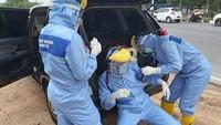Kisah Pria Batam Jadi Relawan Penyemprot Disinfektan