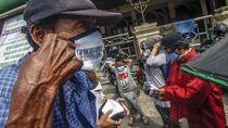 Aksi Warga Bagi-bagi Masker Gratis untuk Lawan Corona