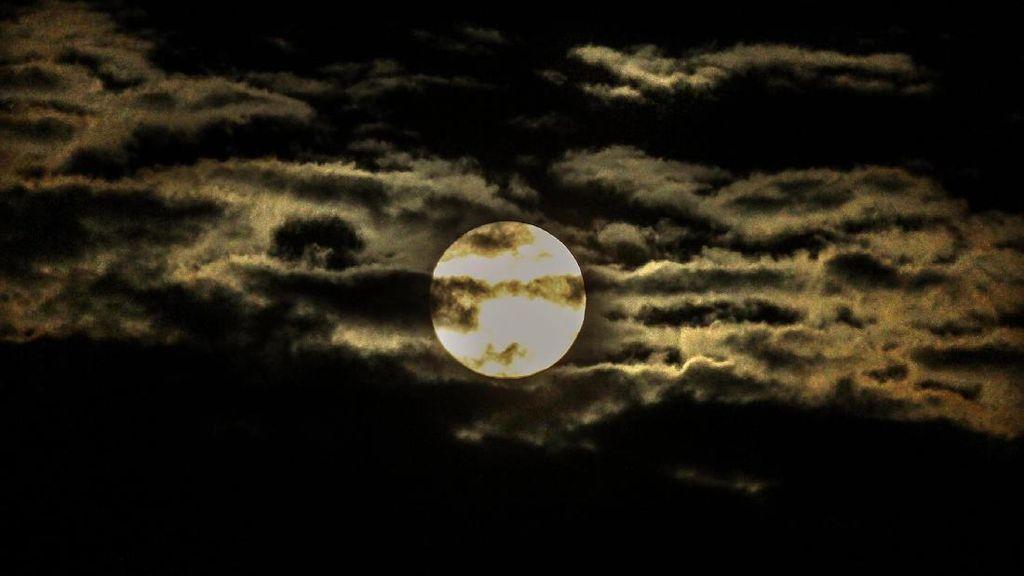 Melihat Lagi Pesona Fenomena Supermoon di Langit Indonesia