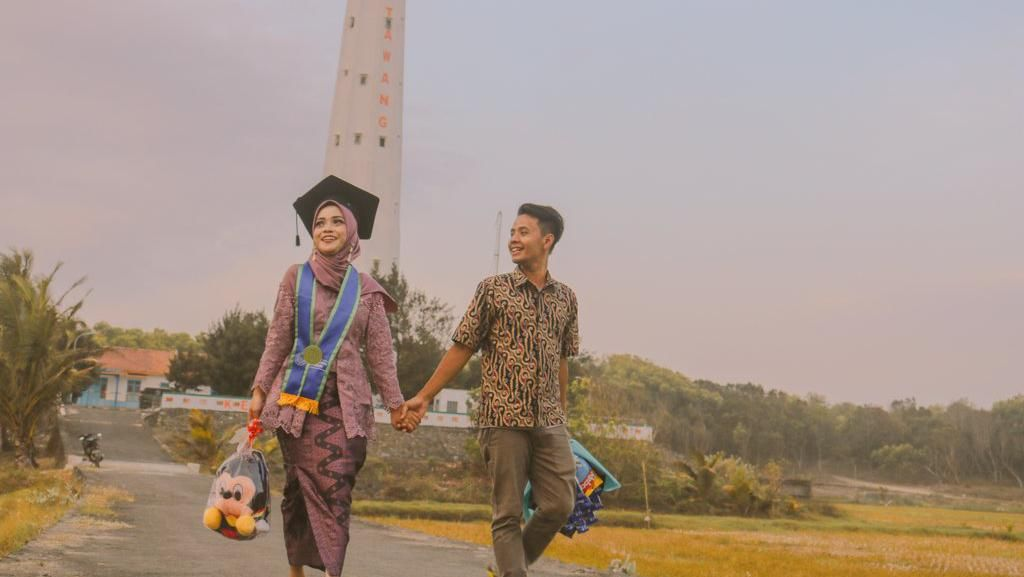 Uwwuu!!! Viral Cerita Cinta Tukang Bakso Bakar dan Bidan di Purworejo
