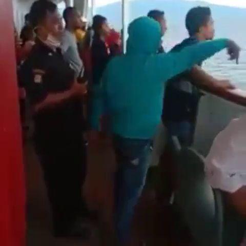 Ratusan penumpang KM Lambelu protes kapal tidak boleh sandar di Maumere karena diduga ada 3 ABK positif Corona (Screenshot video viral)