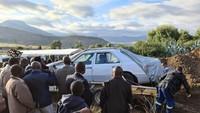 Di Tengah Lockdown, Politikus Ini Dimakamkan Bersama Mobil Mercy Kesayangan