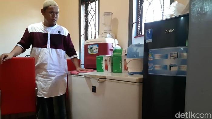 Pria di Ciamis lelang perabotan rumahnya untuk bantu warga terdampak Corona