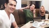 Intip Serunya Momen Kuliner Atalarik Syach Bersama Rekan Artis