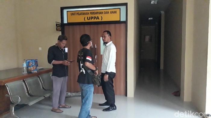 Kuasa hukum korban saat membuat laporan polisi di Polres Brebes, Kamis (9/4/2020).