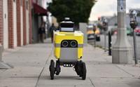 Berbagai aturan menangkal penyebaran Corona membuat sebagian besar manusia tinggal di rumah.  Tinggal robot-robot yang menggantikan sebagian tugas manusia.