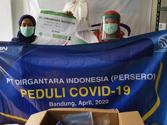 Penyerahan bantuan APD dari PTDI