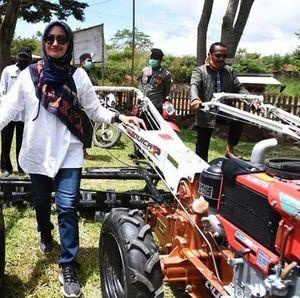 Jaga Produktivitas Petani, Bupati Luwu Utara Sumbang 7 Unit Alsintan