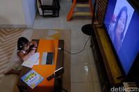 Pemkot Bekasi, Jawa Barat membuat kebijakan pembelajaran di rumah hingga 14 April 2020 untuk mengantisipasi penyebaran virus Corona.
