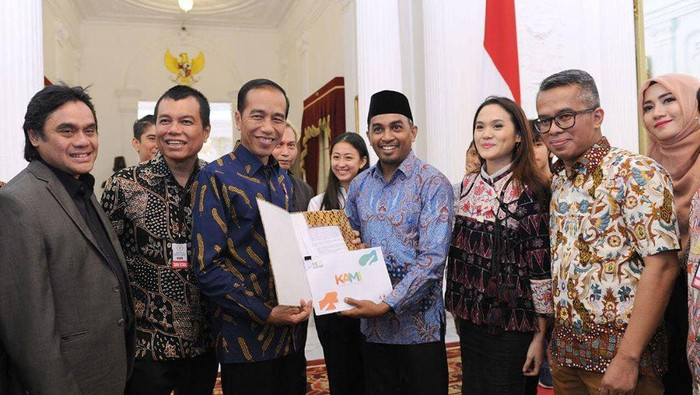 Presiden Jokowi dan Glenn Fredly di Istana Merdeka, Jakarta.