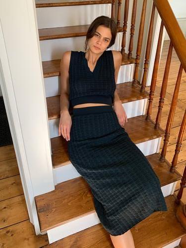 Kampanye social distancing, model Zara pemotretan koleksi terbaru di rumah.