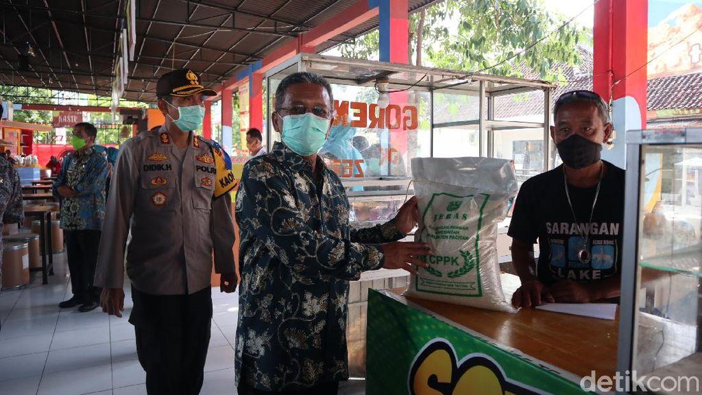 Pekerja Harian di Pacitan yang Terdampak Corona Diberi Bantuan