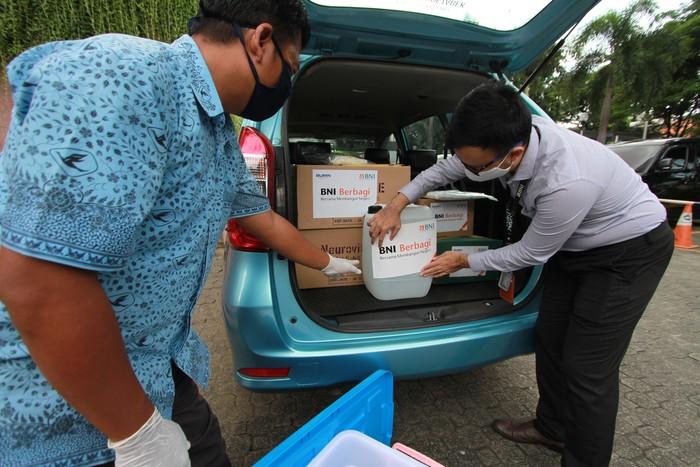 Dalam rangka Hari Kesehatan Dunia, pegawai BNI bersama-sama menggalang kegiatan positif lewat donasi untuk pasien Corona.