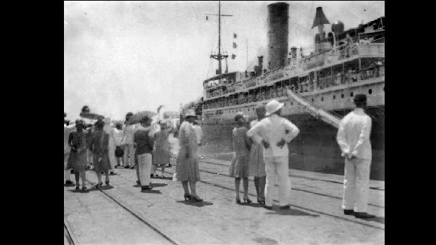 Foto ilustrasi: Suasana pelabuhan Tanjung Priok di Batavia. Pelabuhan menjadi pintu masuk wabah flu Spanyol, 1918-1920. (Tropenmuseum/Wikimedia Commons)