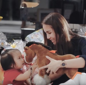 7 Desain Ruang Bermain Anak Momo yang Super Mewah, Ada Carousel & Mandi Bola