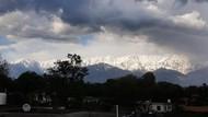 Polusi Berkurang, Indahnya Himalaya Bisa Dilihat dari Jarak Ratusan Kilometer