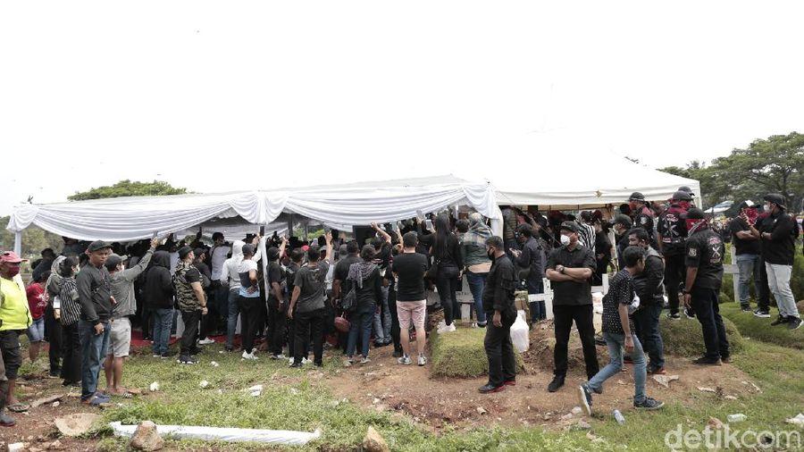 pemakaman Glenn Fredly di Tanah Kusir, Jakarta Selatan